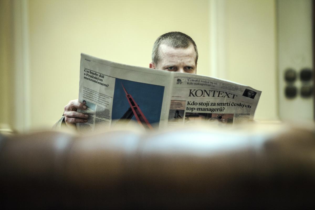 Kontext, další fiktivní noviny v české kinematografii. Foto: HBO