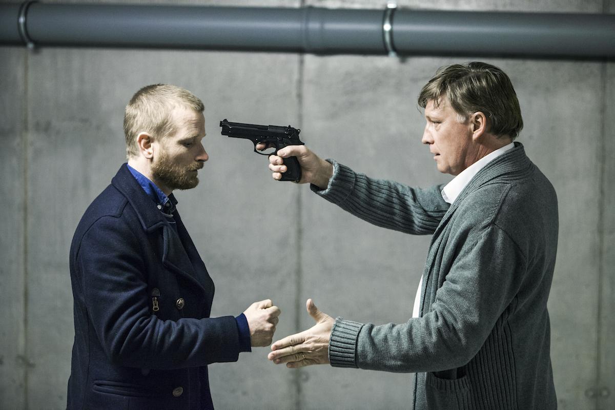 Matěj Hádek a Michal Dlouhý v české verzi seriálu Mamon. Foto: HBO