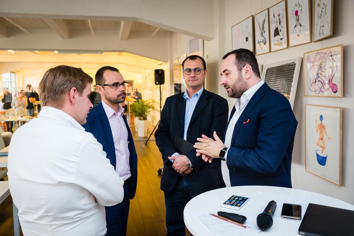 Šéfredaktoři s debatě se spolumajitelem Médiáře Michalem Bařinou