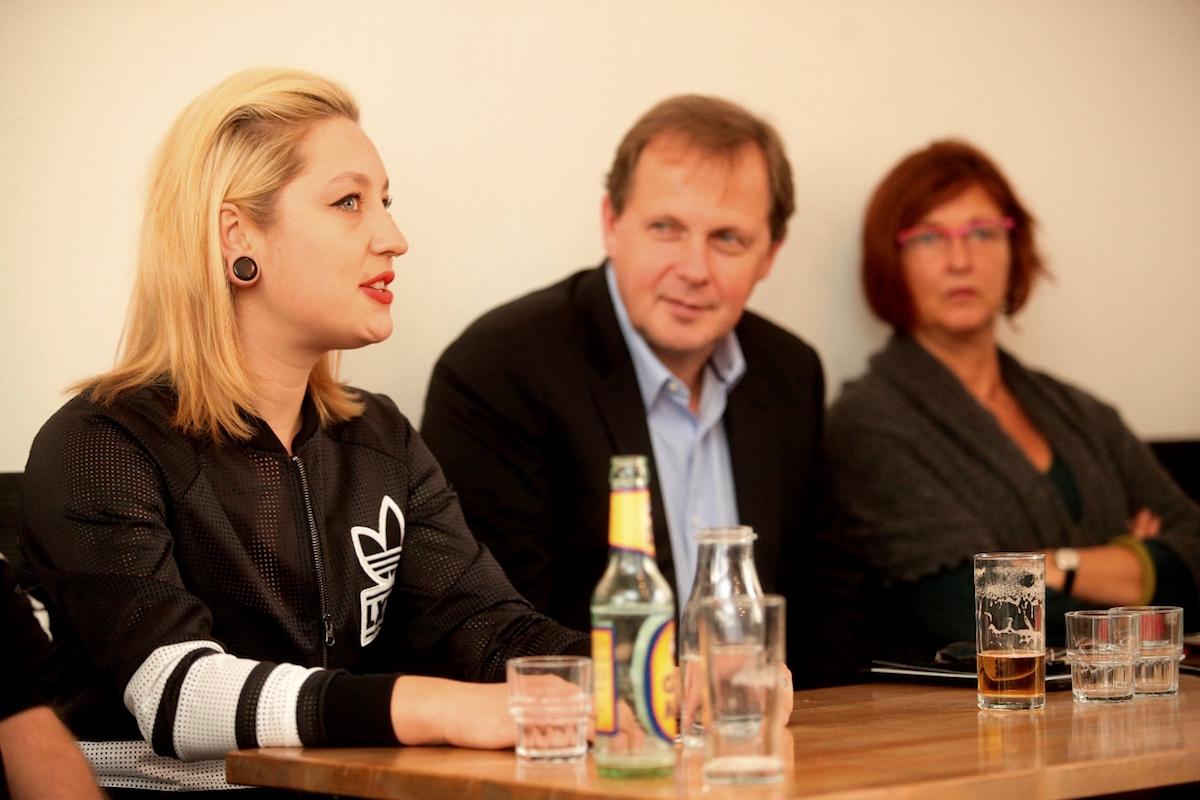 Šéf ČT Petr Dvořák a foodbloggerka Kamu (vlevo) na dnešní tiskové konferenci. Foto: Česká televize