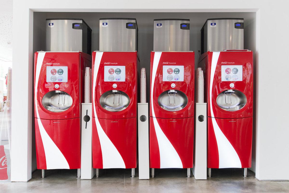 Automaty Freestyle míchají ochucené nápoje podle instrukcí na dotykové obrazovce