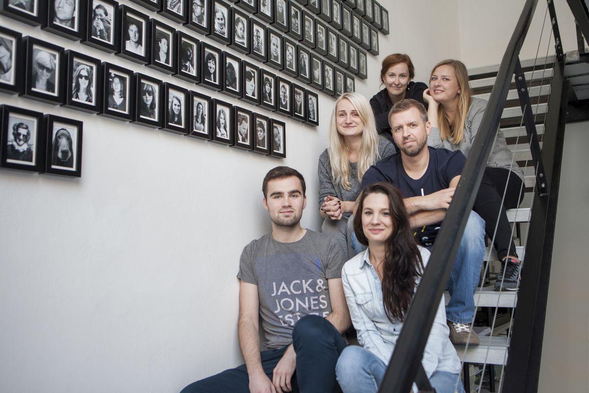 Noví lidé v Loosers. Dole Tomáš Stehlík a Adéla Veselá, uprostřed Kateřina Judová a Martin Gerle, nahoře Kateřina Černá a Hana Nikodemová