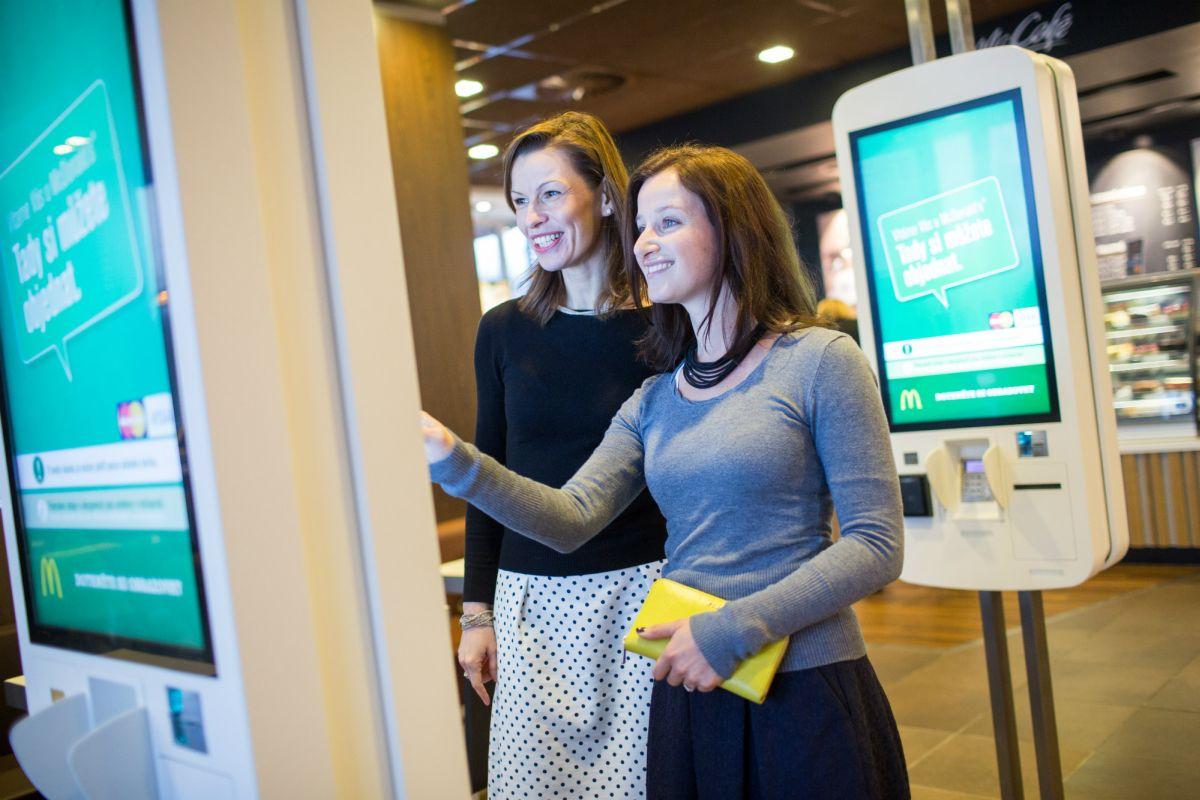 Samoobslužný kiosek se objevil v McDonalds na pražské Jižní spojce