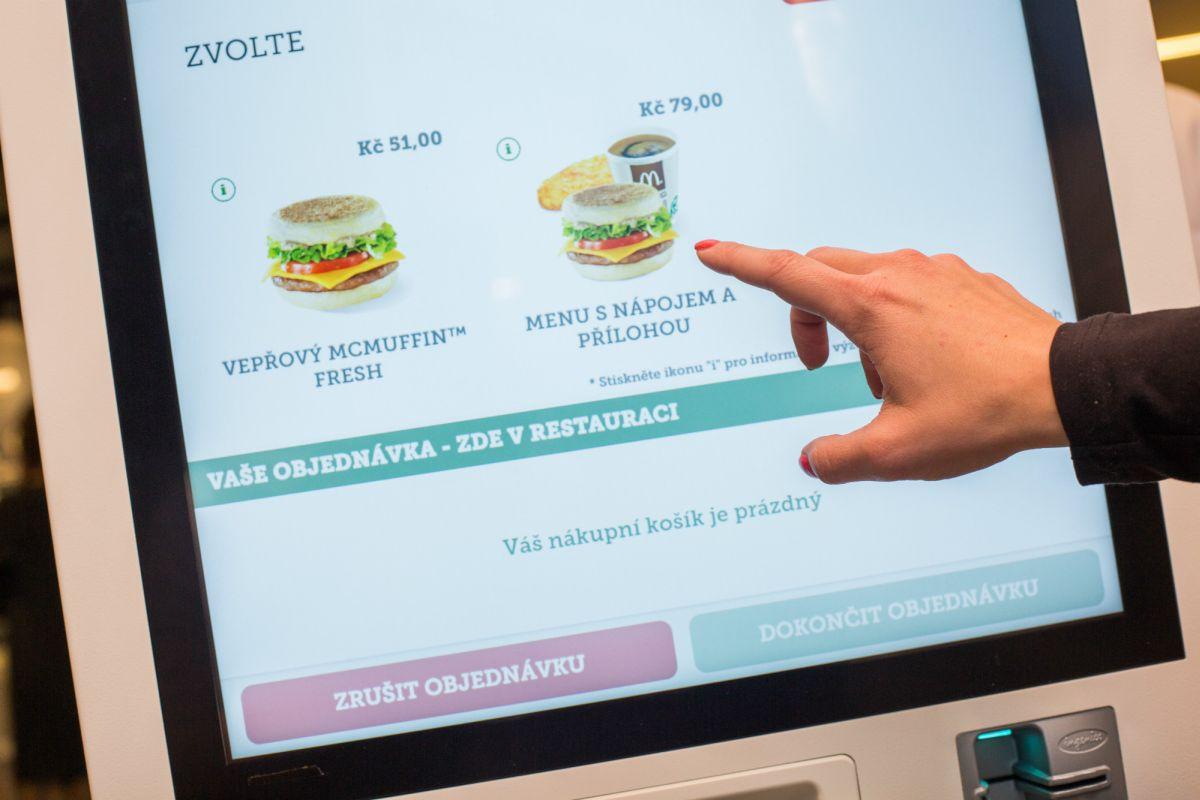 Zákazník může vybírat z kompletního sortimentu restaurace
