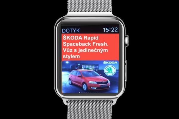 Inzerce automobilky Škoda ve zpravodajství Dotyku pro chytré hodinky