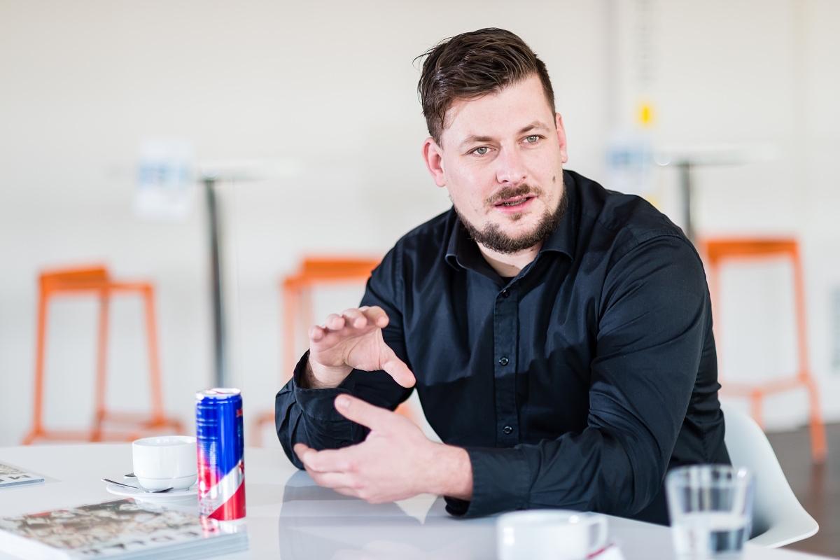 Lukáš Hnilička při nedávné debatě Médiáře o HbbTV. Foto: Vojta Herout