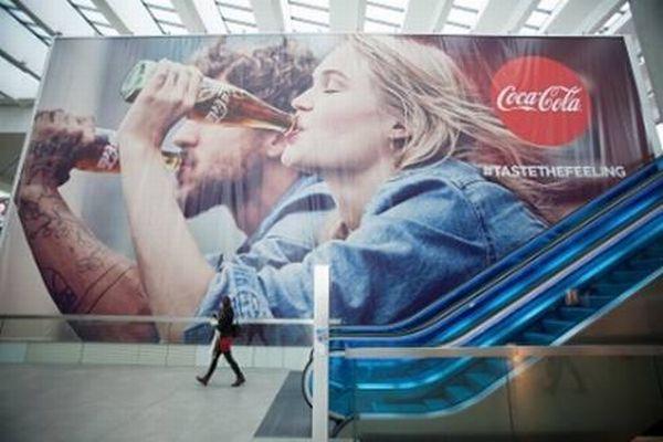 Plachta Coca-Coly v ostravském obchodním centru