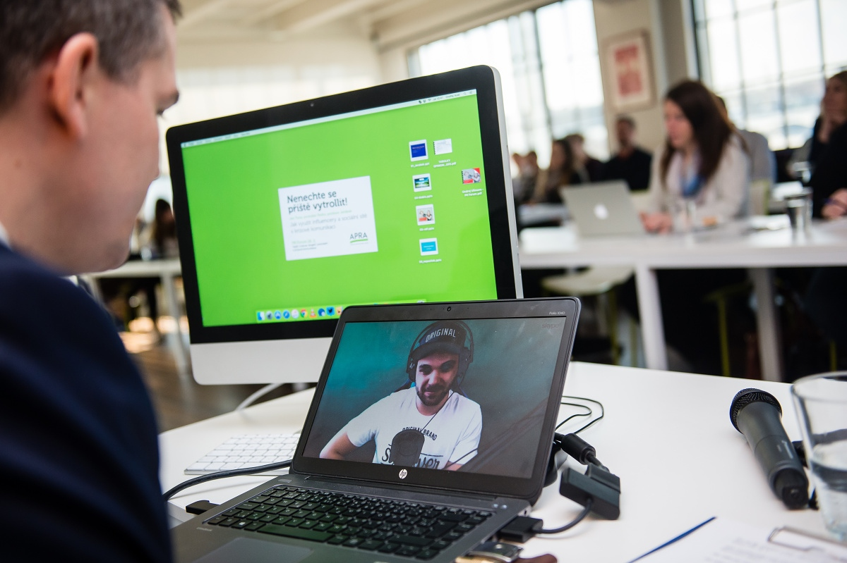 Přes Skype se přihlásil youtuber Pedro