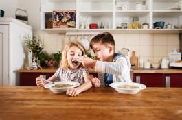 Maggi testuje rodičovské triky nad polévkou