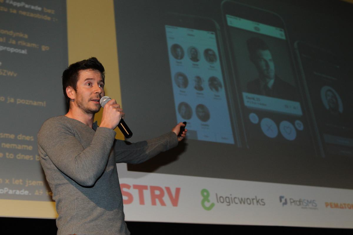 David Semerád z Strv prezentoval seznamku pro gaye Surge