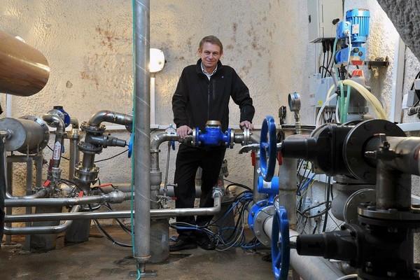 Pavel Vacek, ředitel stáčírny Toma, u podzemního pramene značky