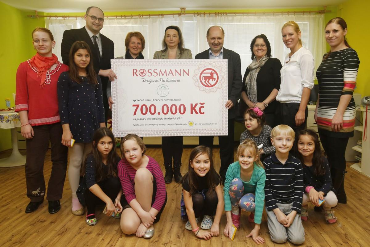 Předání šeku Fondu Ohrožených dětí