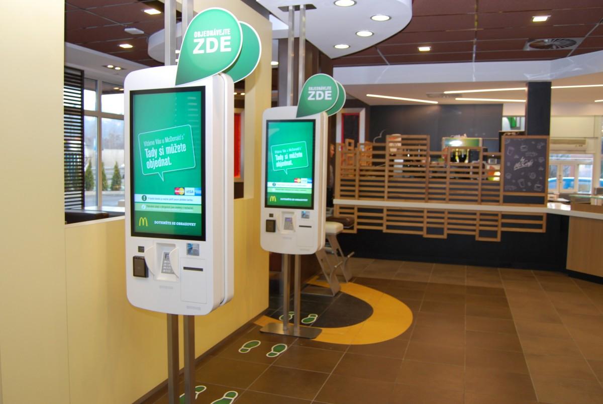 Samoobslužné kiosky McDonald´ s urychlují objednávání