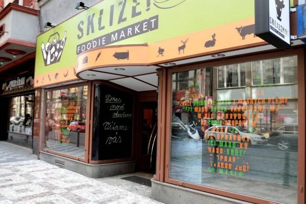 UniCredit otevírá kiosky, Sklizeno i Ahold rostou