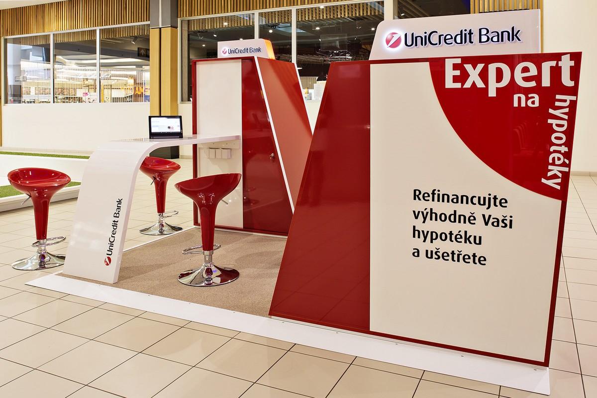 Kiosek UniCredit Bank v OC Letňany