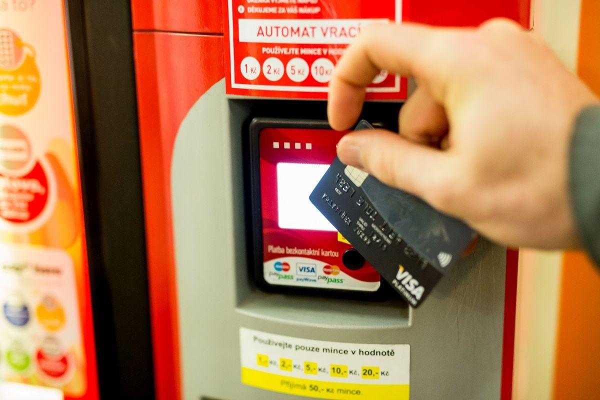 """Automaty by měly být schopné přijímat platby """"pípnutím"""" i dál tradičně hotovostí"""