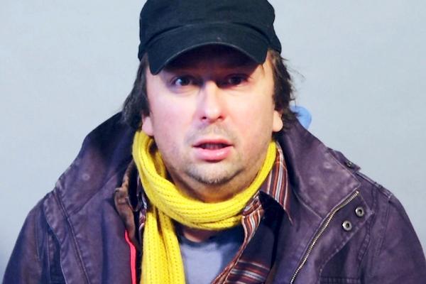 Marek Daniel jako hypochondrický manžel v seriálu Casting. Foto: Seznam.cz