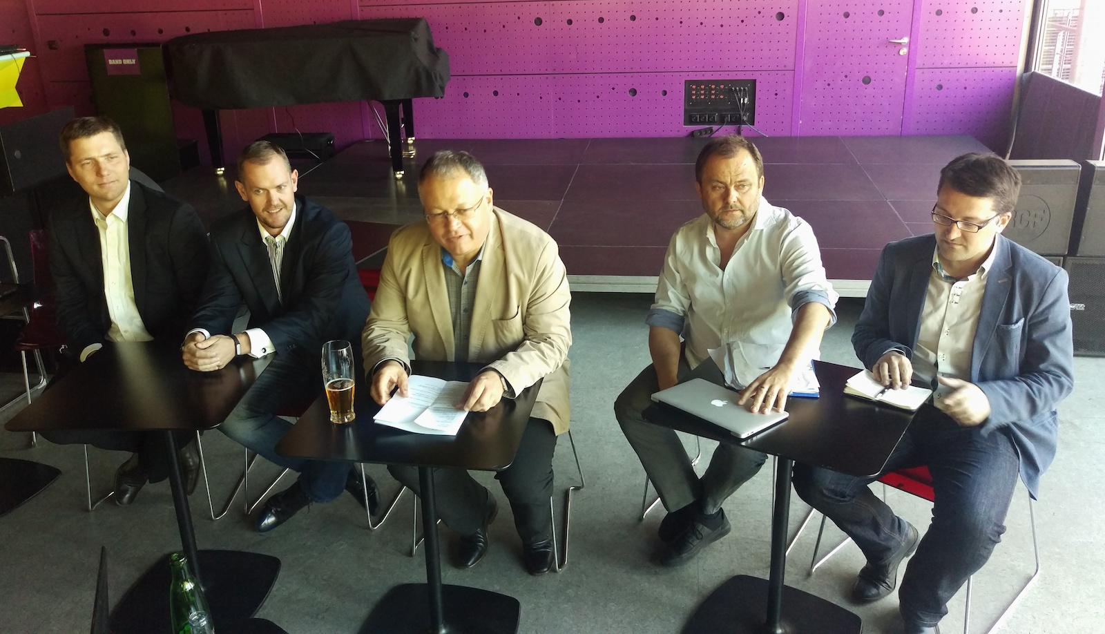 Nový tým Vltava-Labe-Press: zleva Petr Marek, Milan Mokráň, Michal Klíma, Roman Gallo a z agentury Dark Side Tomáš Jindříšek