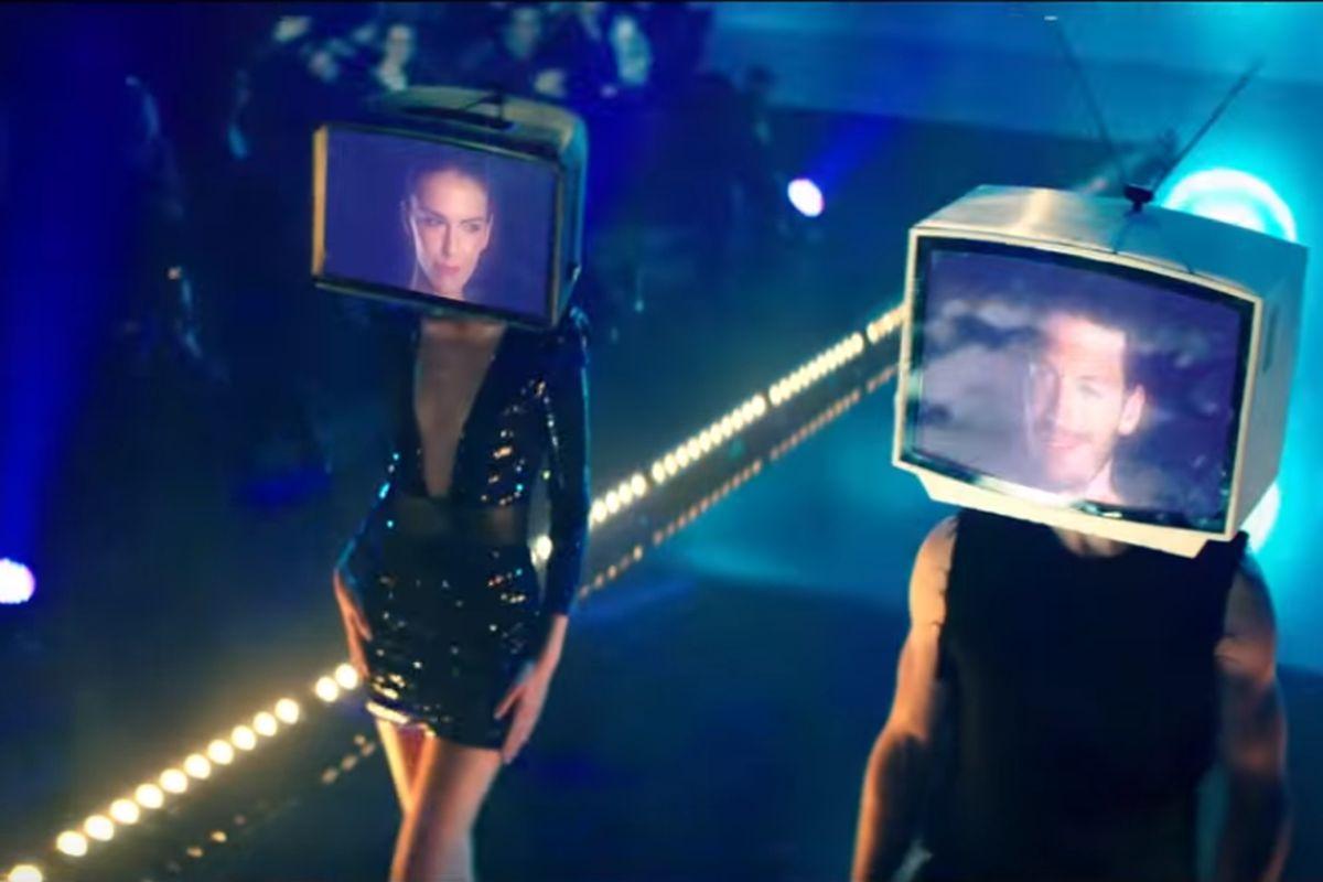 Aktuální kampaň televize O2 pracuje s atrapami obrazovek