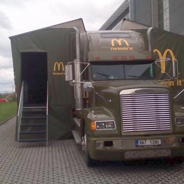 Pronajatý americký kamion, který projede dvacet českých a slovenských měst