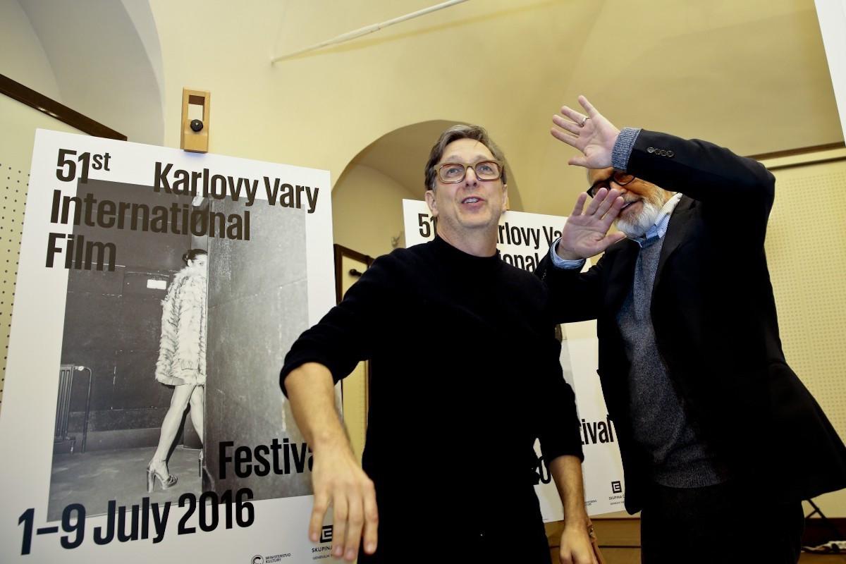 Aleš Najbrt a Jiří Bartoška při odhalení plakátů. Foto: Film Servis Festival Karlovy Vary
