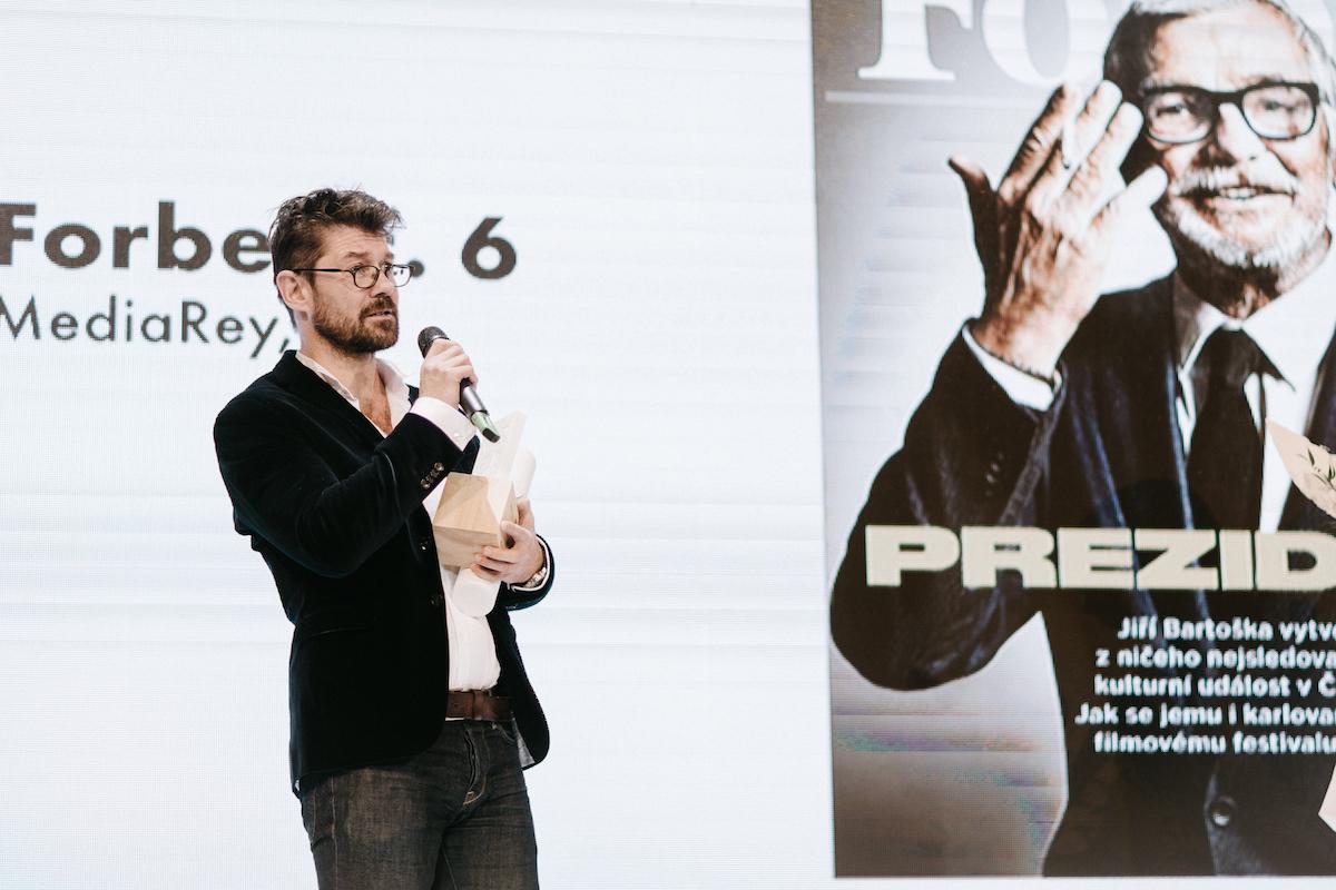 Petr Šimůnek jako šéf Forbesu a zástupce Newsweeku v Sasazu. Foto: Unie vydavatelů