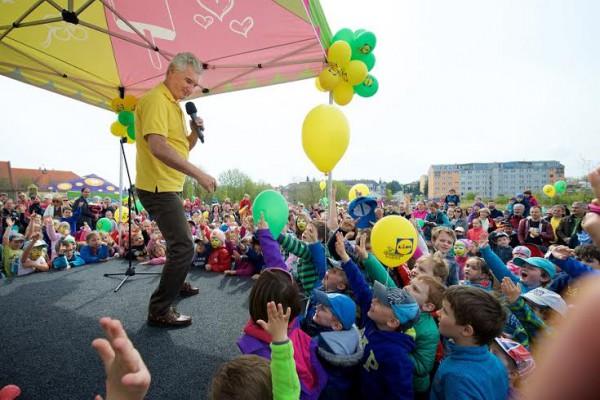 Otevření Rákosníčkova hřiště doprovázel zábavný program pro děti s Michalem z Kouzelné školky
