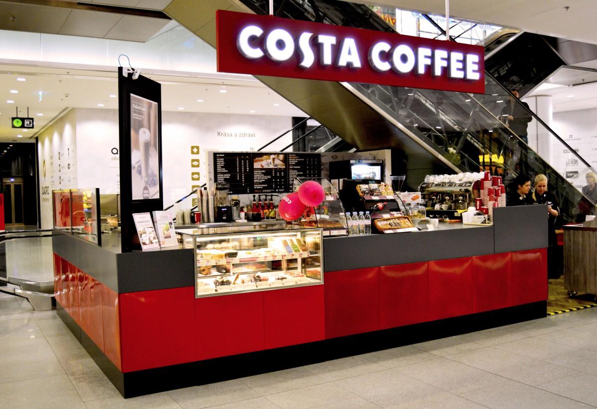 Kiosek Costa Coffee, který nově funguje v pražském OC Quadrio