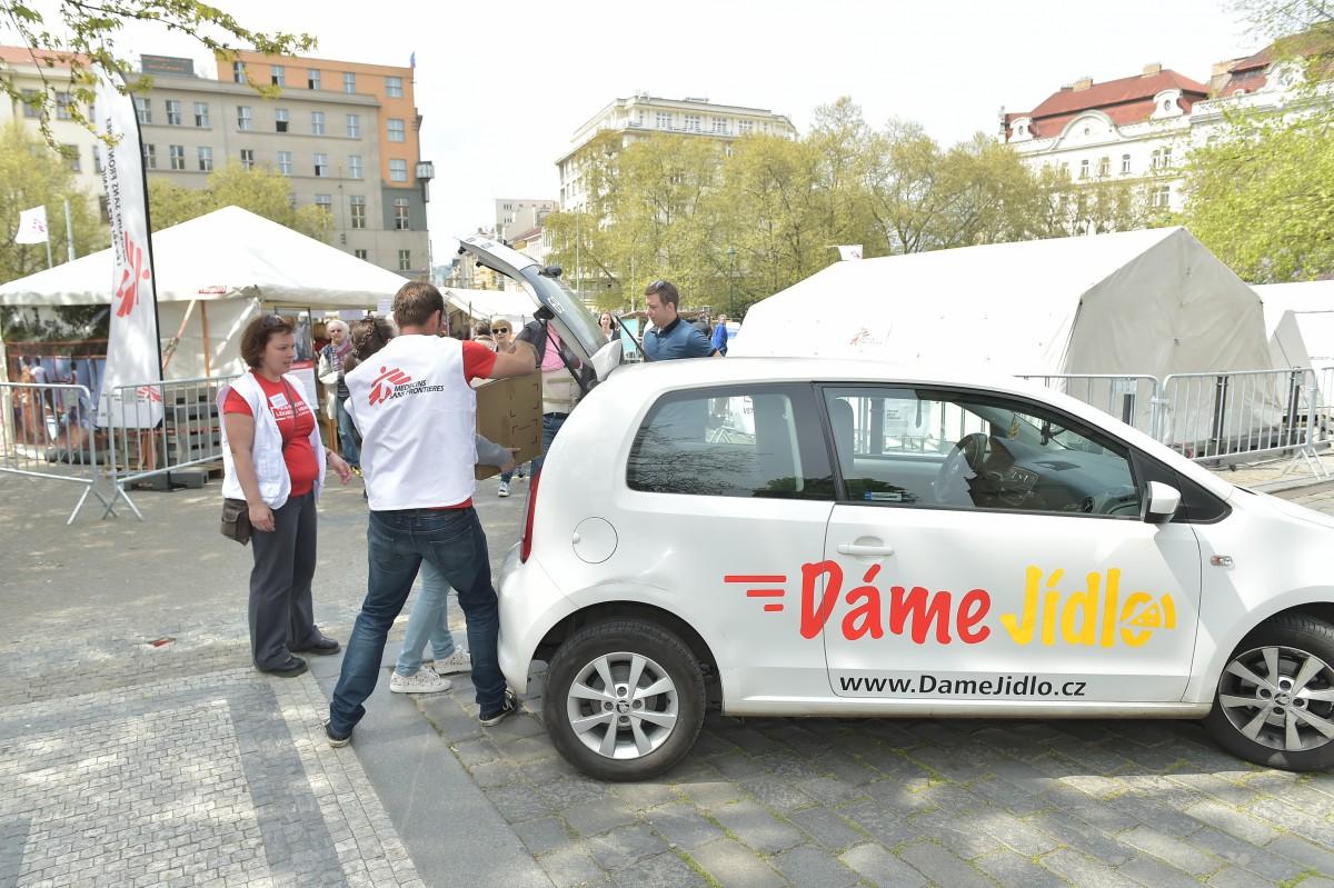 DámeJídlo.cz dováží každý den během výstavy Polní nemocnice obědy Lékařům bez hranic