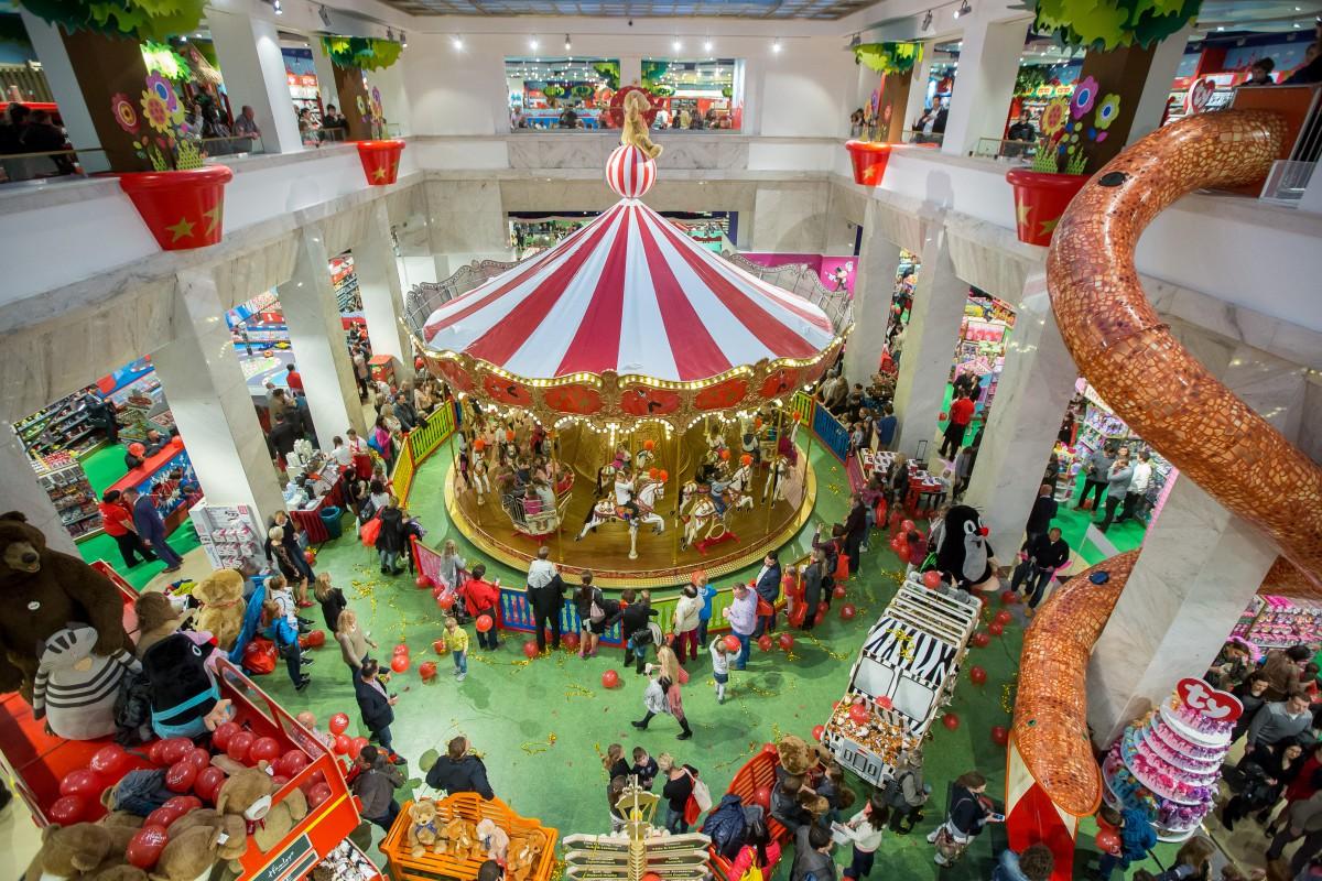 Největší obchod s hračkami ve střední Evropě Hamleys otevřel v Praze