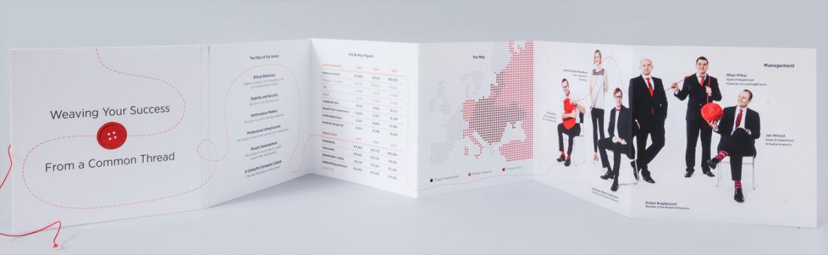 Červený motiv se objevuje v brožurách zajišťovny