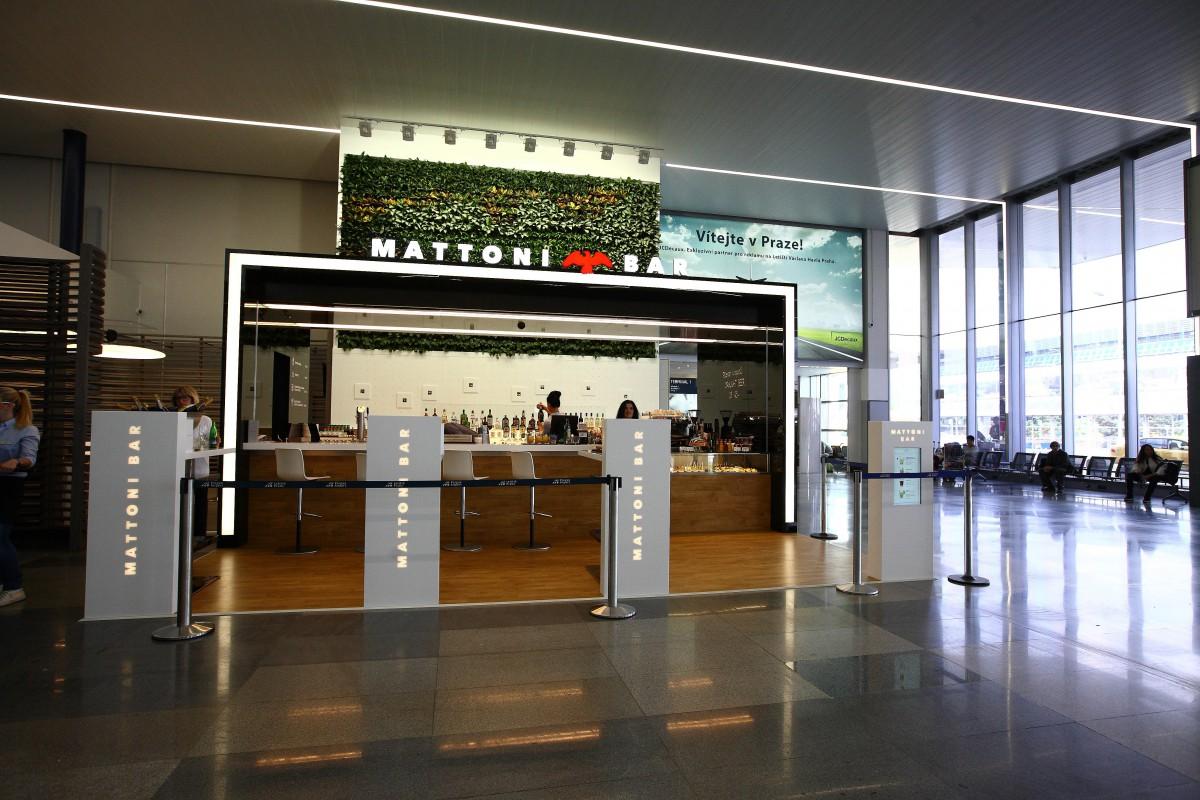 Bar je otevřený každý den od 6 do 22 hodin