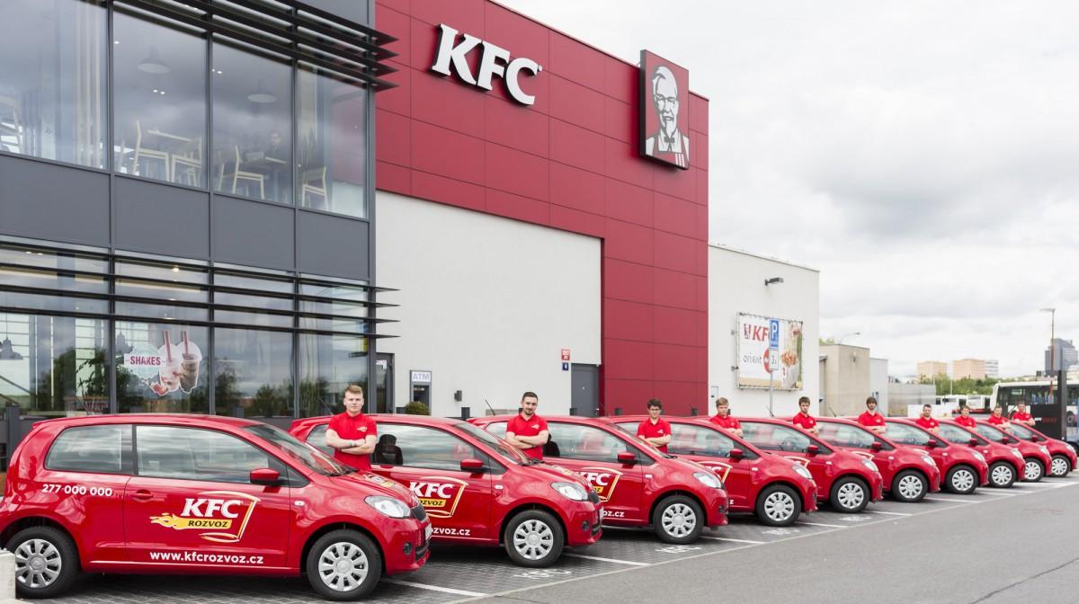 Od dnešního dne zavadí KFC dovážkový servis, má na to vlastní automobilovou flotilu