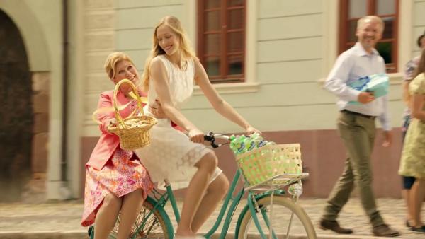 Poděbradka se vrací ke starému konceptu dívky na kole
