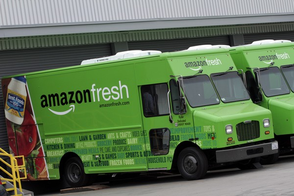 Amazon začal v Evropě prodávat jídlo přes web