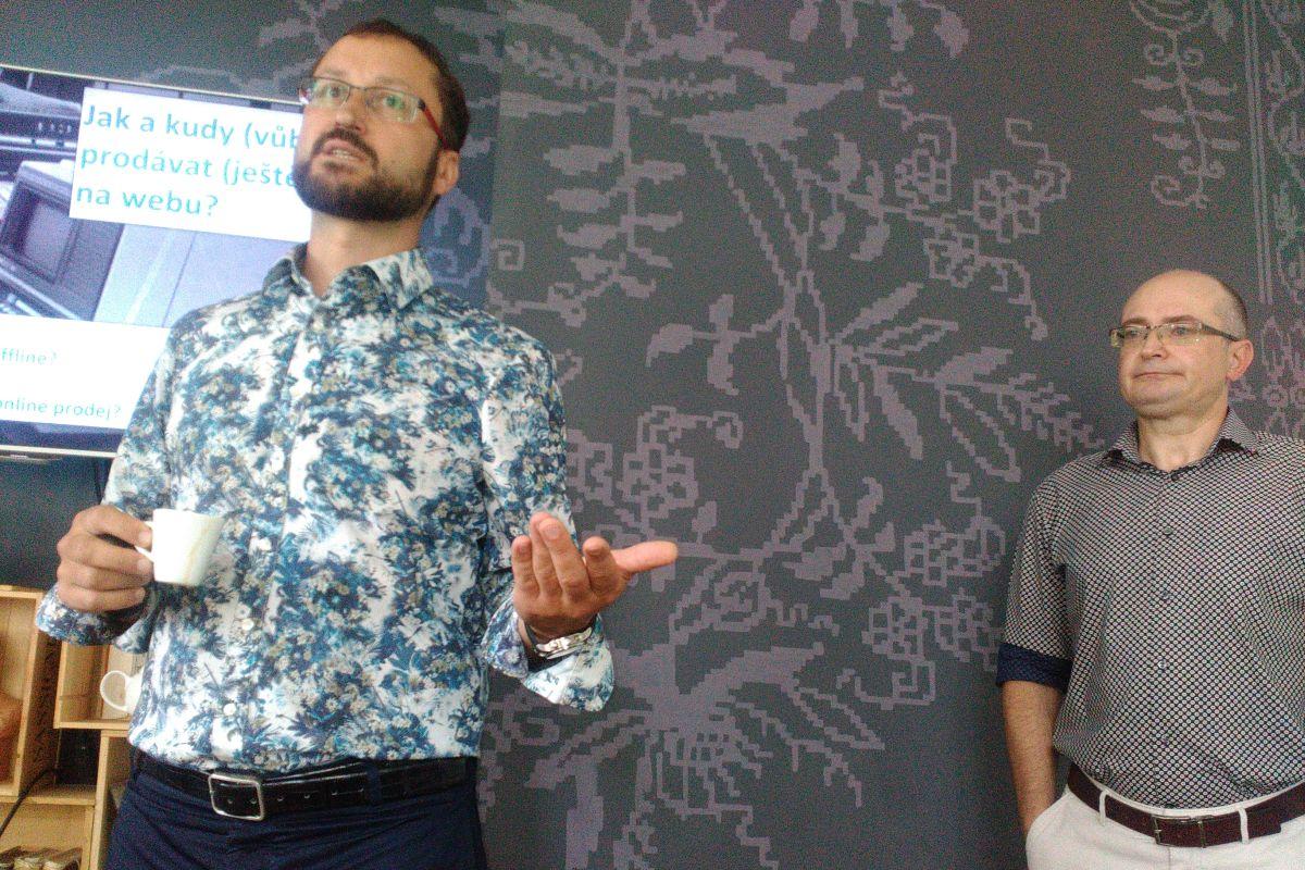 Zleva ředitel Marketingového institutu Tomáš Poucha a Zdeněk Hašek na středeční Marketingové snídani