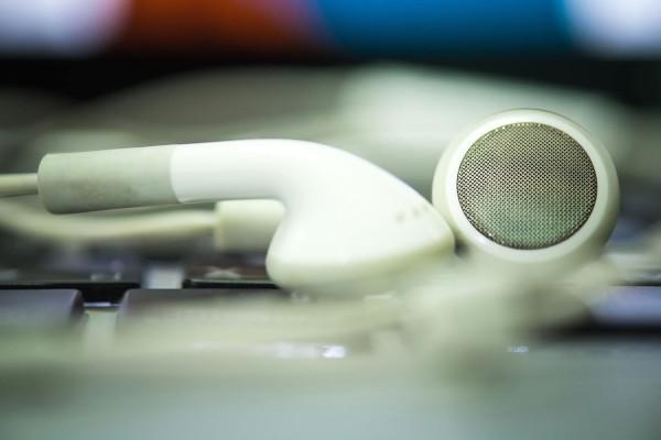 O2 má Spotify bez dat a Investorský magazín