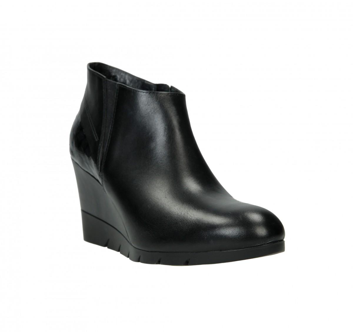 Dámská business obuv značky But s se pohybuje s cenou mezi 1500 a 2000 Kč