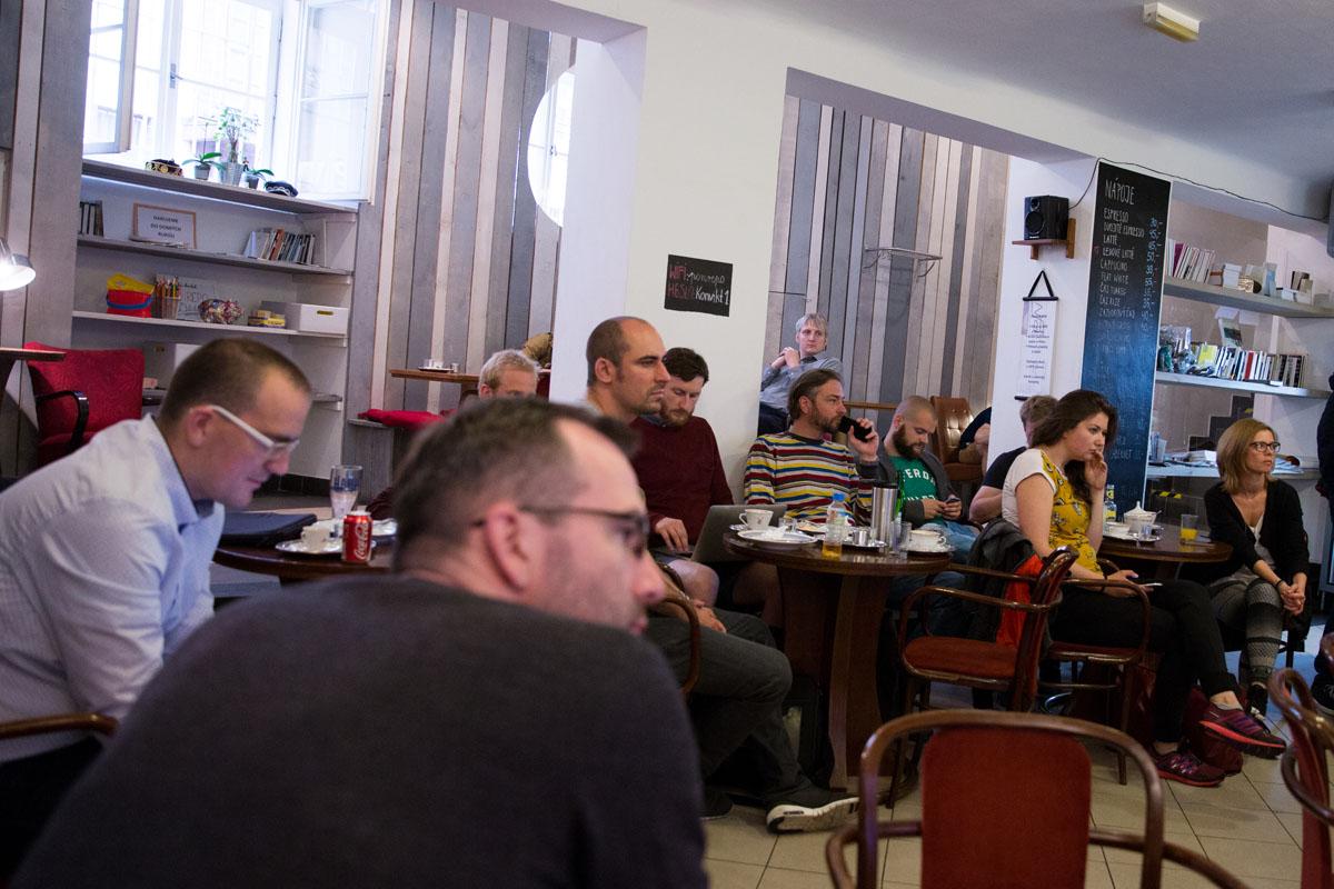 Diskusní setkání digitálních agentur opět proběhlo v kavárně pražského bia Ponrepo. Foto: Mikuláš Křepelka
