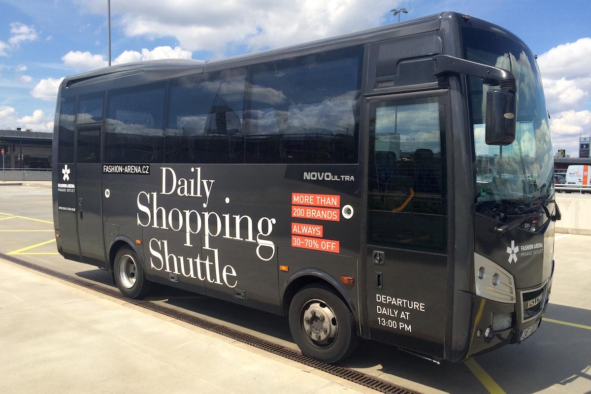 Tak vypadá autobus, který denně jezdí z centra Prahy do štěrboholské Fashion Areny