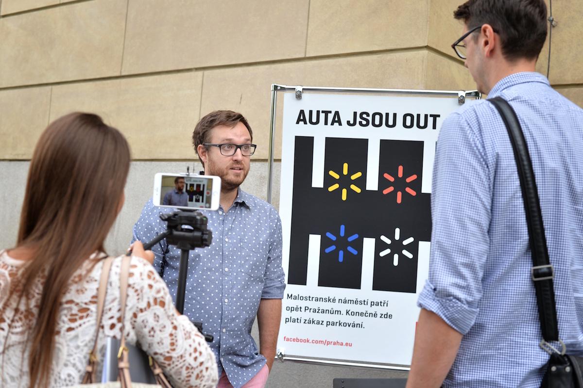 Designér Pavel Fuksa s novináři