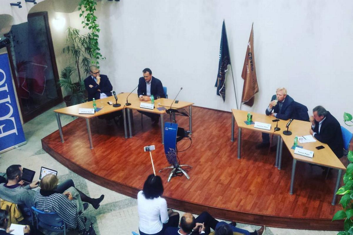 Na debatě v institutu Cevro zleva Jindřich Šídlo, Dalibor Balšínek a Jaroslav Plesl, moderátor Tomáš Pojar. Foto: Martin Jedlička