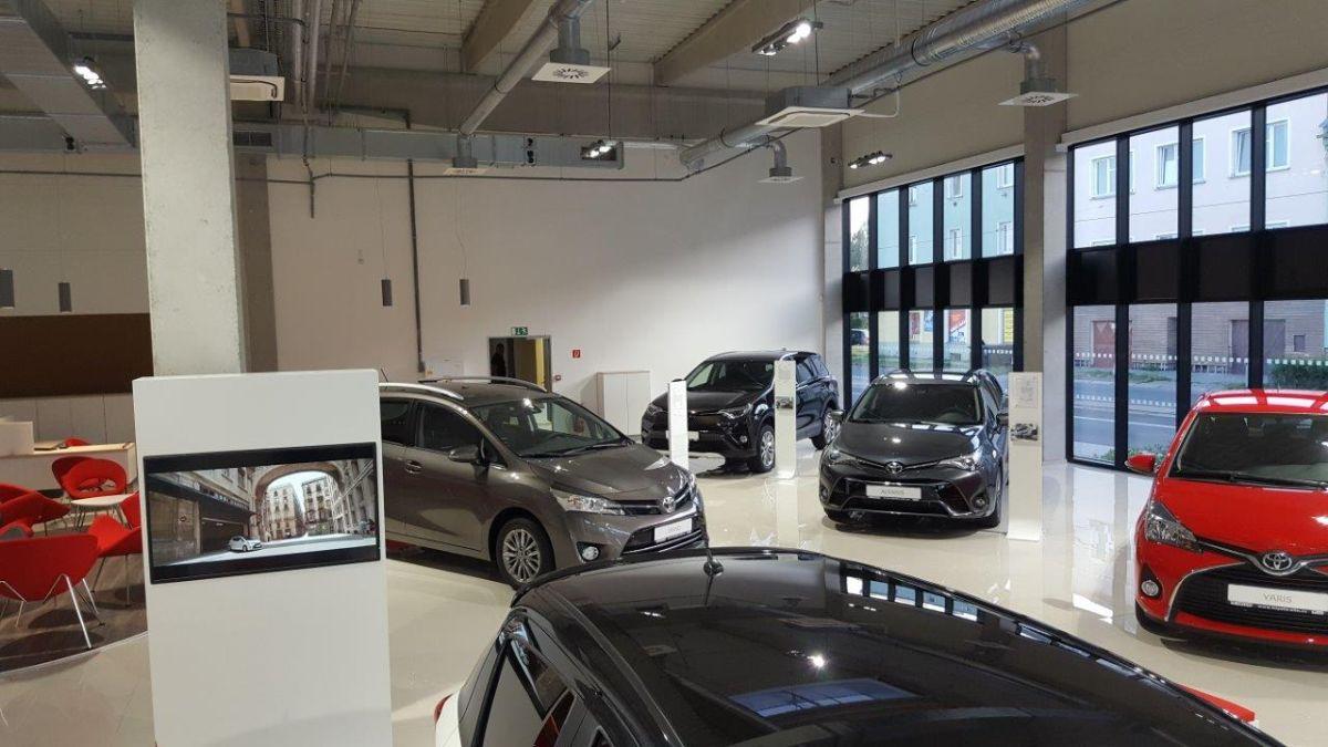 Toyota otevřela nové autorizované dealerství v Olomouci v novém konceptu. Týž koncept mají zavést všechny její showroomy v Česku