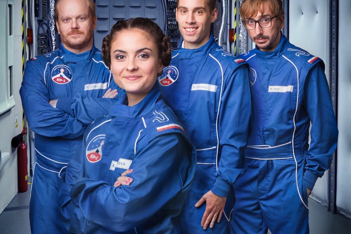David Novotný, Eva Josefíková, Petr Vančura a Jakub Žáček v sitcomu Kosmo. Foto: ČT