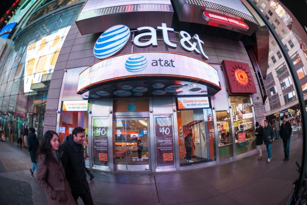 Hlavního akcionáře vlastníka Novy přebírá AT&T