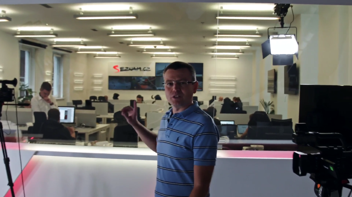 Jakub Unger ukazuje nové studio a newsroom Seznamu