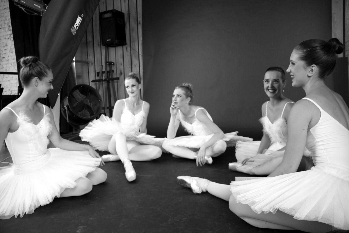 Fotografování se zúčastnilo celkem pět baletek