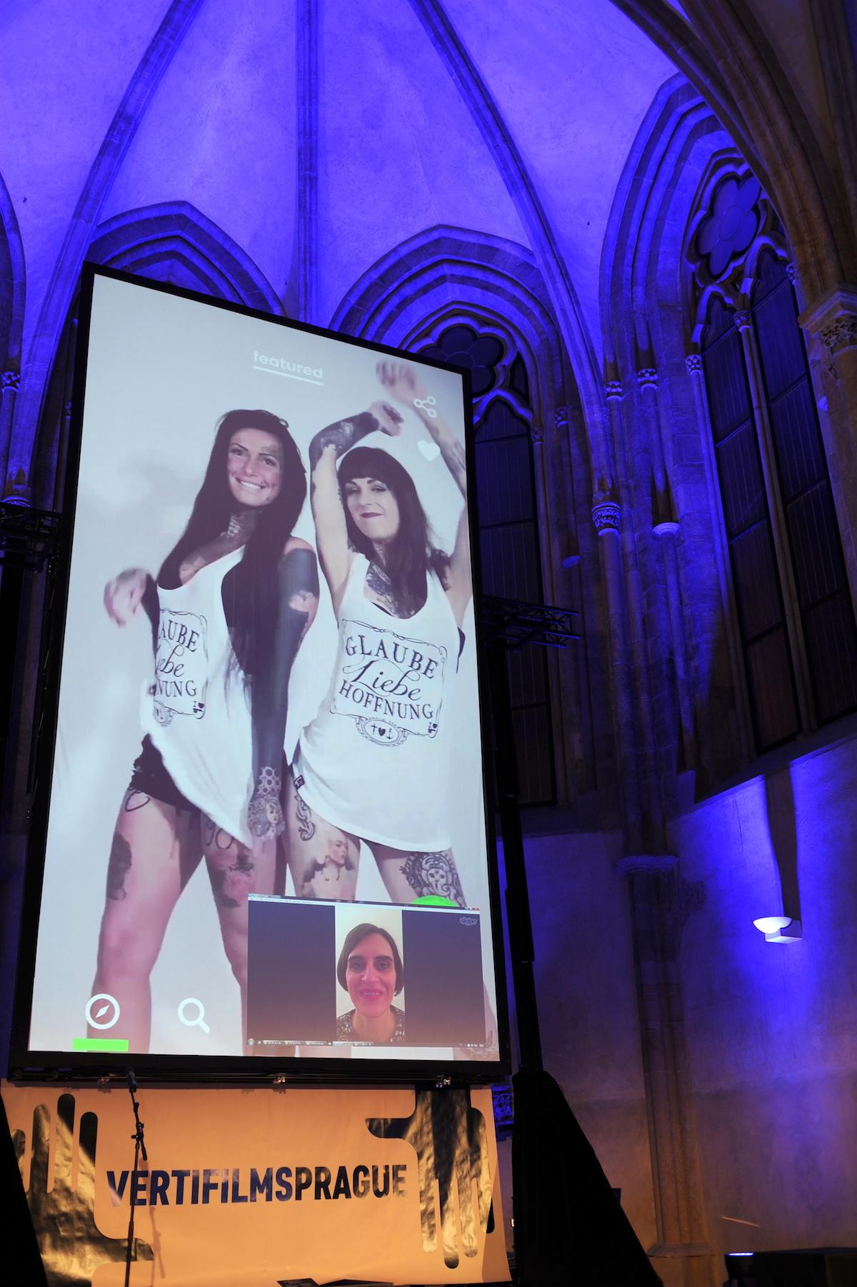 Melanie Mohr (dole v okně Skypu) představila prodejní platformu Yeay. Foto: Jana Lábrová