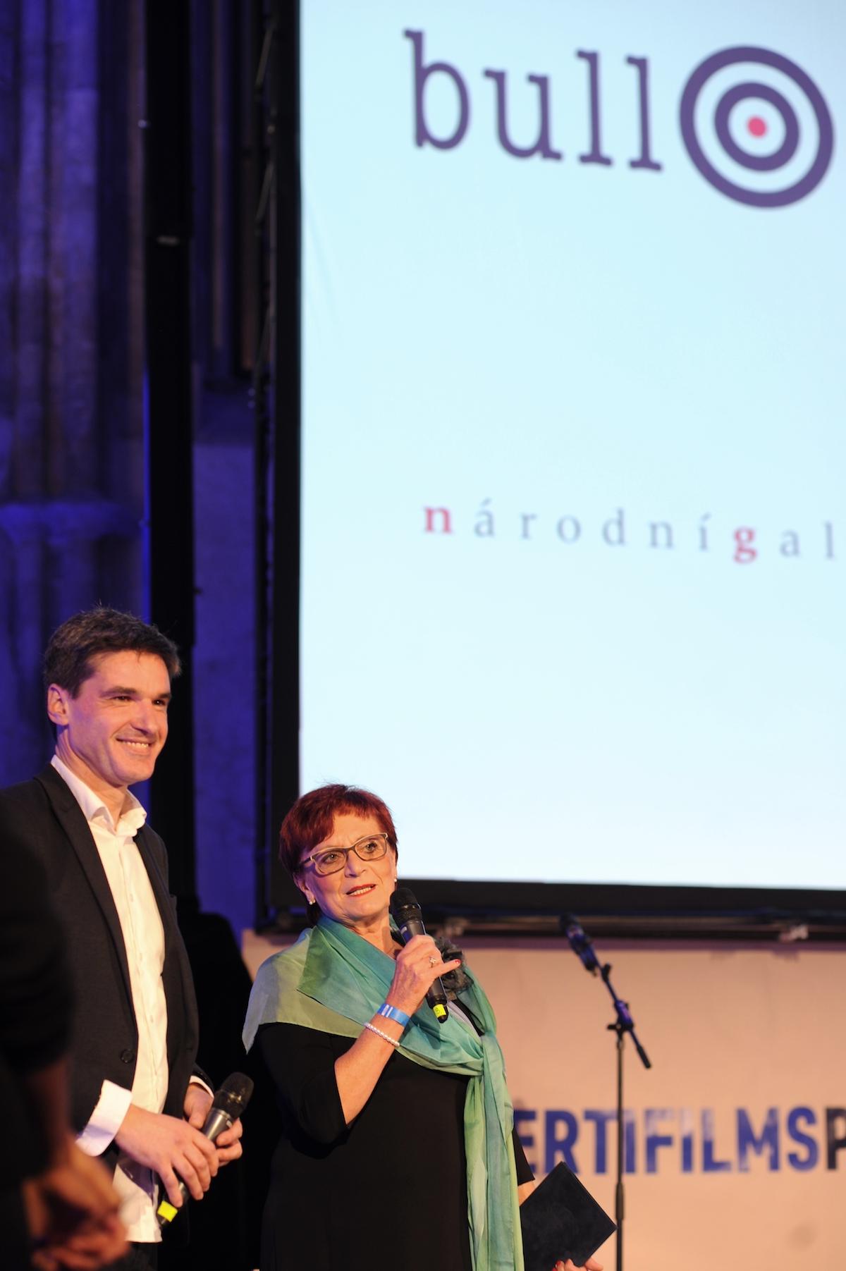 Cenu předávala náměstkyně pražské primátorky Eva Kislingerová. Foto: Jana Lábrová