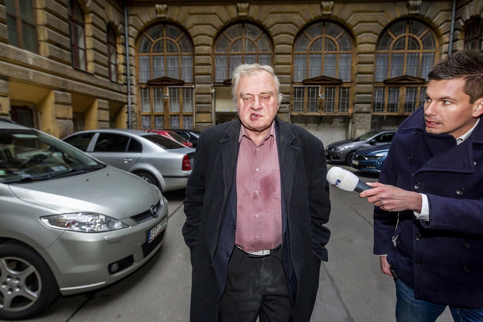 Petr Topič (Mafra), Miloslav Ransdorf přijíždí ze švýcarské banky